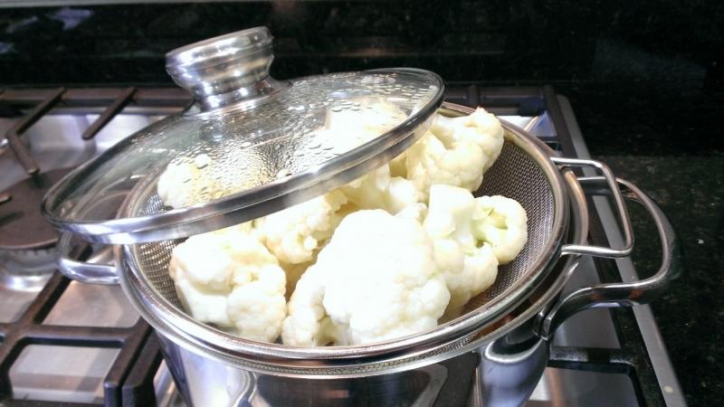 Steaming-cauliflower
